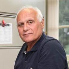 Masoud Hashemi in his laboratory