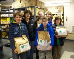 Mass. Maniacs 4-H Club at the Wakefield Food Pantry