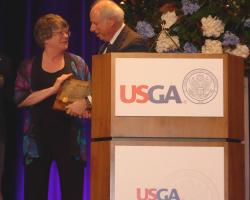 Pat Vittum receives USGA Award