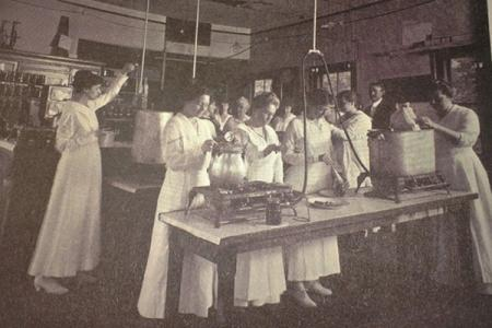 Canning class, Massachusetts Agricultural College,1917