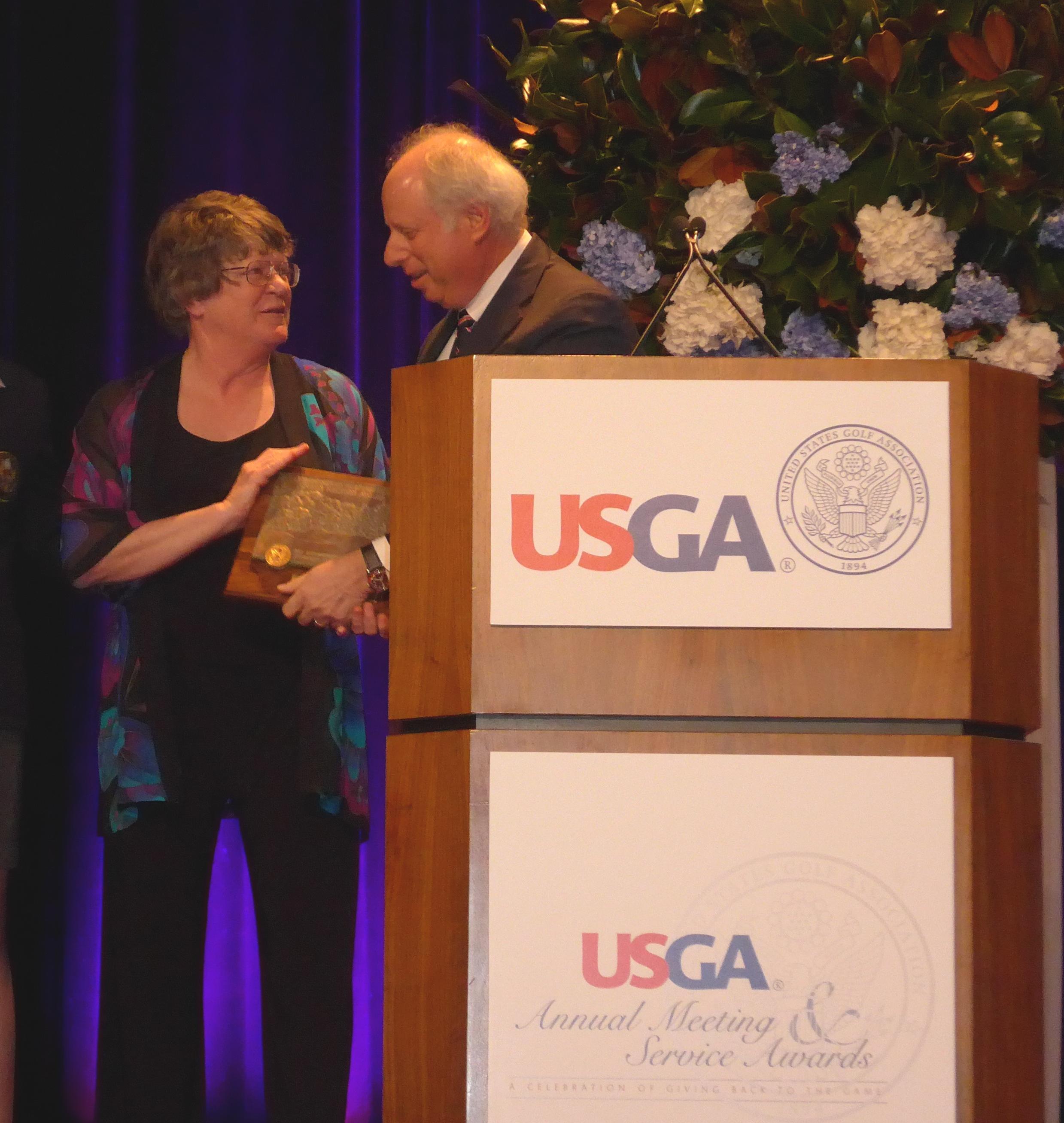 Pat Vittum receives USGA Award